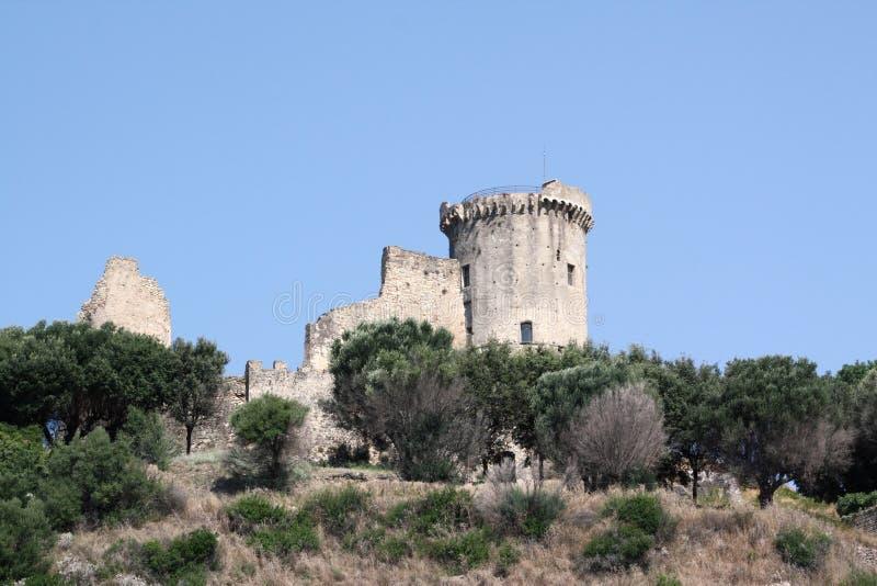 Ruinas de un castillo viejo imagen de archivo libre de regalías