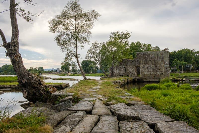 Ruinas de un molino imagen de archivo
