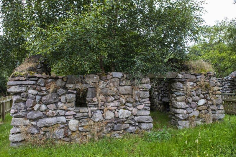 Ruinas de una cabaña Desserted durante el hambre irlandesa fotos de archivo