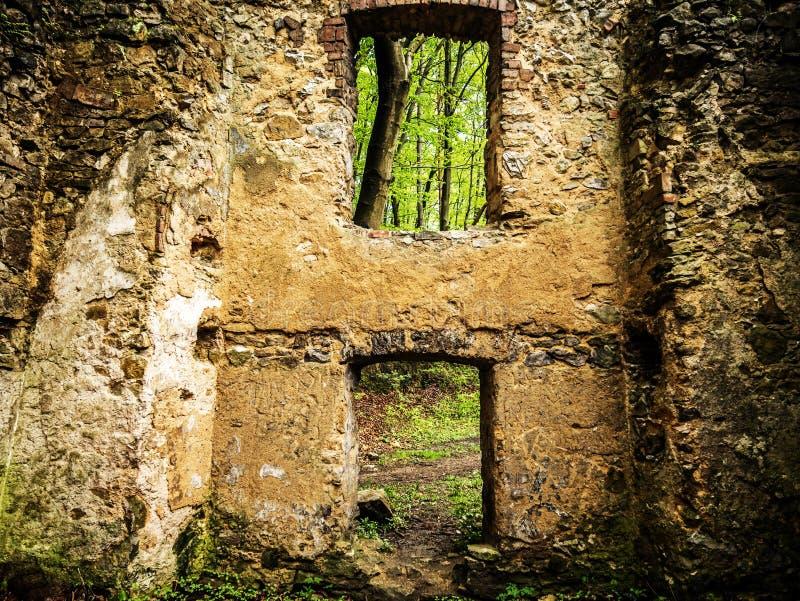 Ruinas de una casa vieja foto de archivo