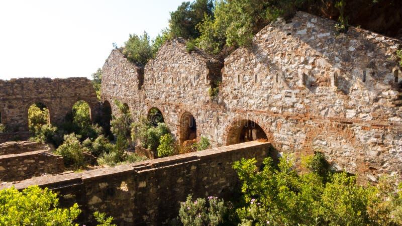 Ruinas de una compañía anterior de la mina en Campiglia Marittima, Italia fotografía de archivo libre de regalías