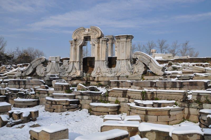 Ruinas de Yuanmingyuan en nieve foto de archivo libre de regalías