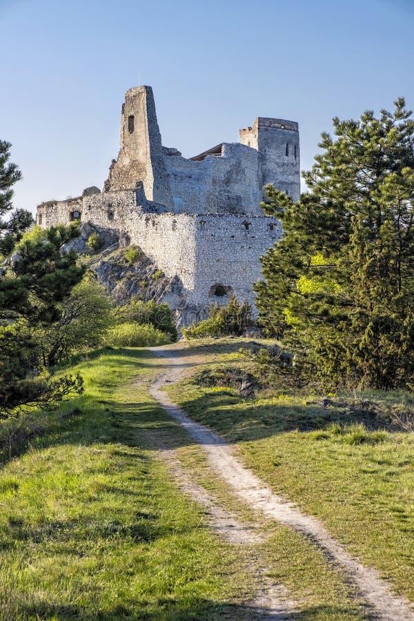 Ruinas del castillo de Cachtice, Eslovaquia foto de archivo libre de regalías