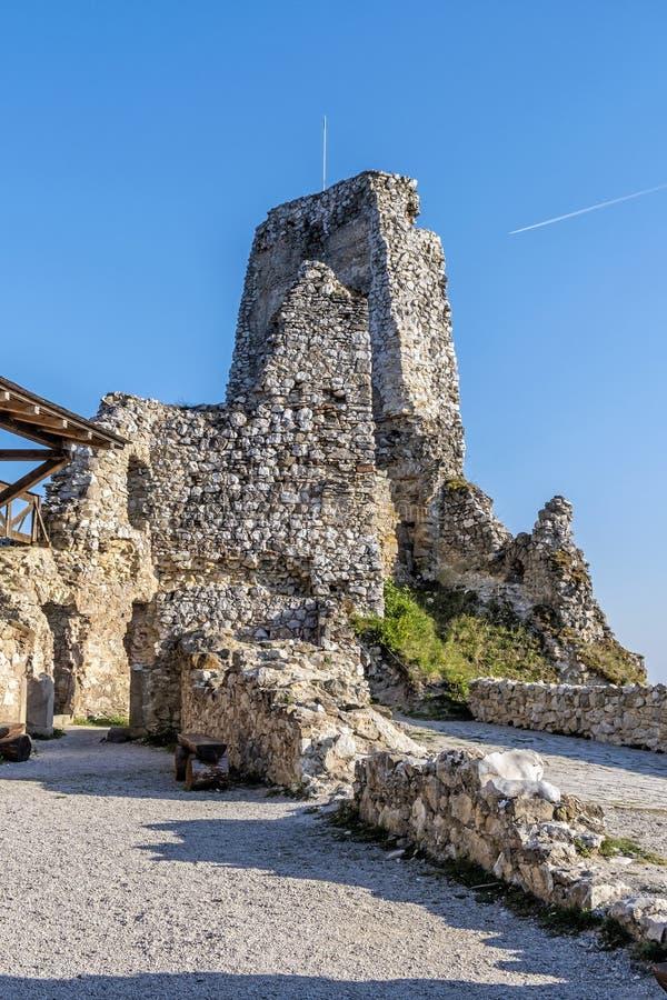 Ruinas del castillo de Cachtice, Eslovaquia fotografía de archivo libre de regalías