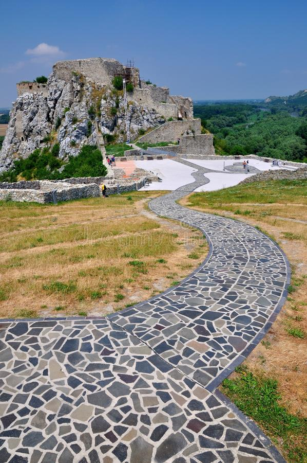 Ruinas del castillo de Devin imagenes de archivo