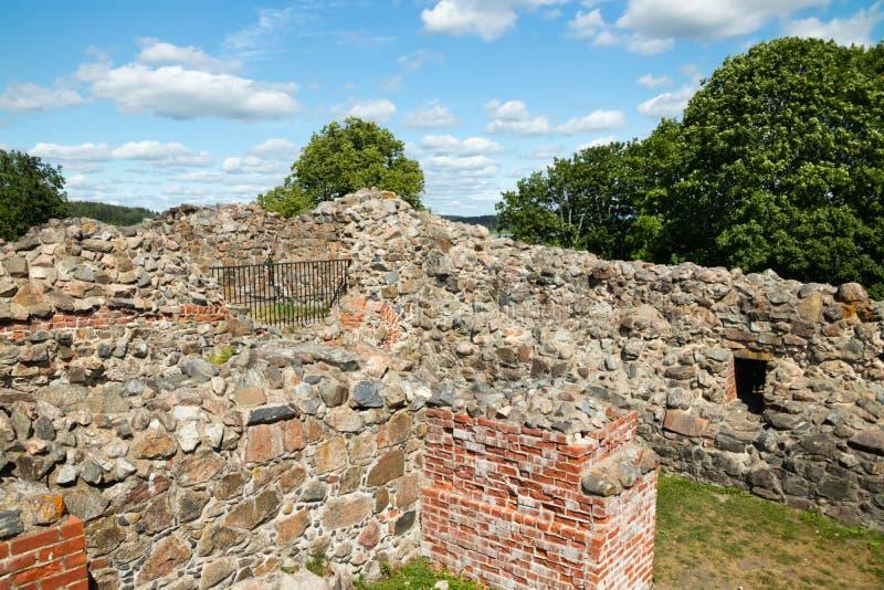 Ruinas del castillo de Kuusisto en el día de verano soleado en Kaarina, Finlandia imagen de archivo libre de regalías