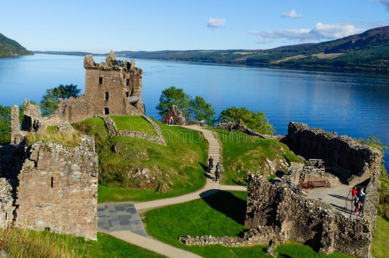 Ruinas del castillo de Urquhart en Loch Ness foto de archivo libre de regalías