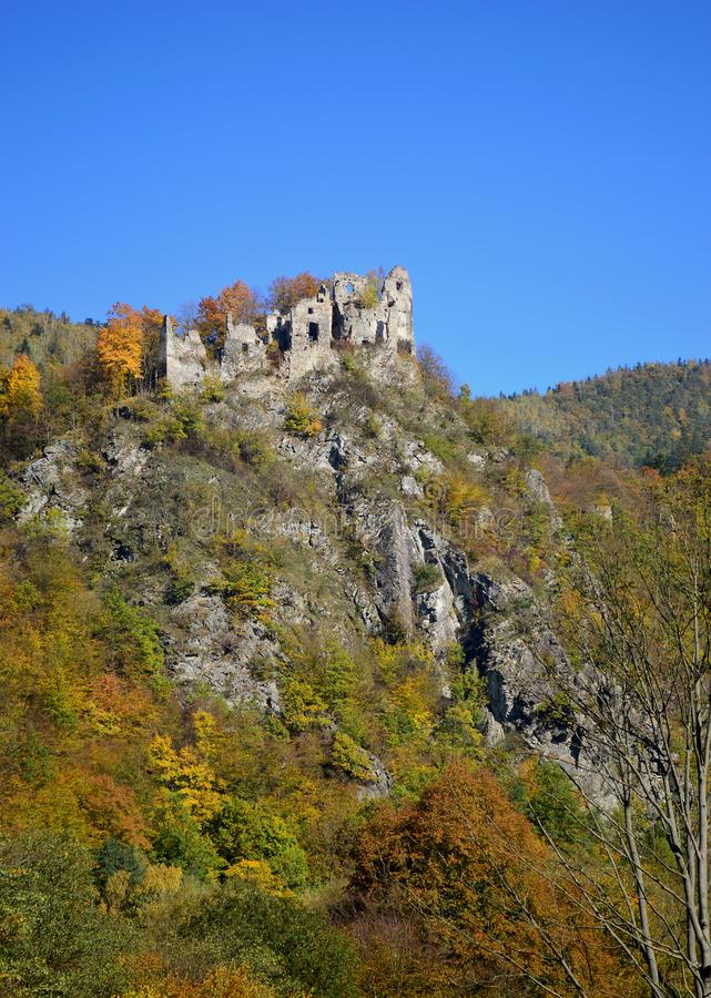 Ruinas del castillo en Eslovaquia fotografía de archivo libre de regalías