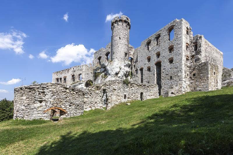 Ruinas del castillo Ogrodzieniec - Polonia fotos de archivo