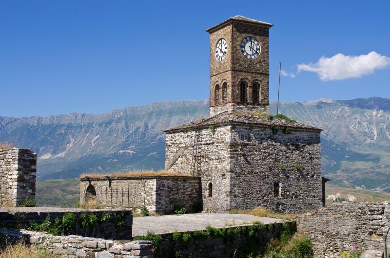Ruinas del castillo viejo en Gjirokaster, Albania imagenes de archivo