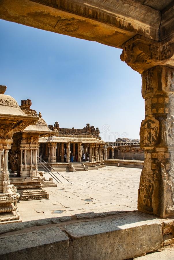 Ruinas del complejo del templo de Vittala, Hampi, Karnataka, la India foto de archivo