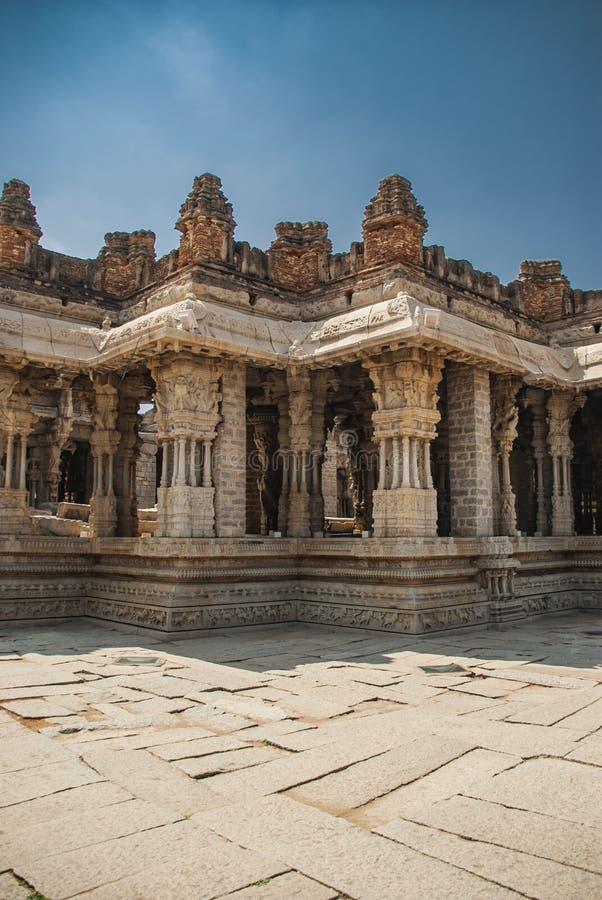 Ruinas del complejo del templo de Vittala, Hampi, Karnataka, la India fotos de archivo