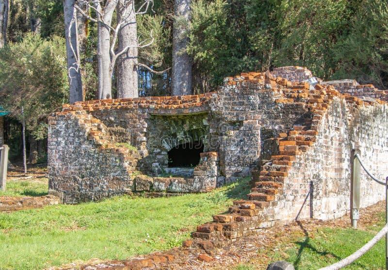 Ruinas del edificio de la panadería en Sarah Island Penal Colony imágenes de archivo libres de regalías