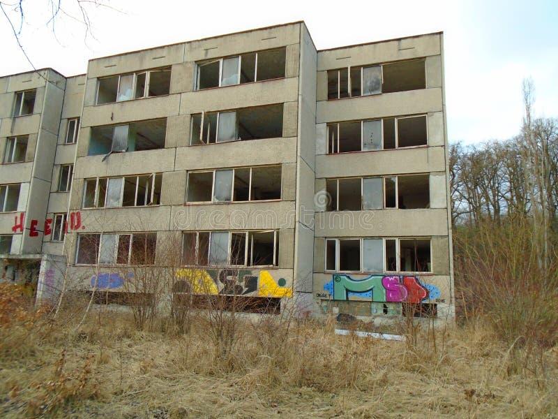 Ruinas del edificio militar a partir de la segunda guerra Edificios de Armys fotografía de archivo libre de regalías