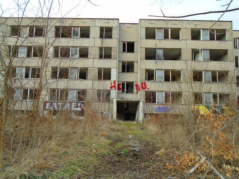 Ruinas del edificio militar a partir de la segunda guerra Edificios de Armys foto de archivo libre de regalías