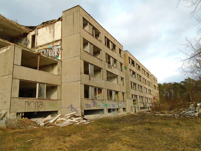 Ruinas del edificio militar a partir de la segunda guerra Edificios de Armys imagenes de archivo