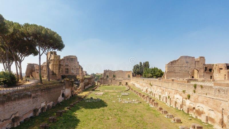 Ruinas del estadio en Roman Forum en Roma, Italia imagen de archivo libre de regalías