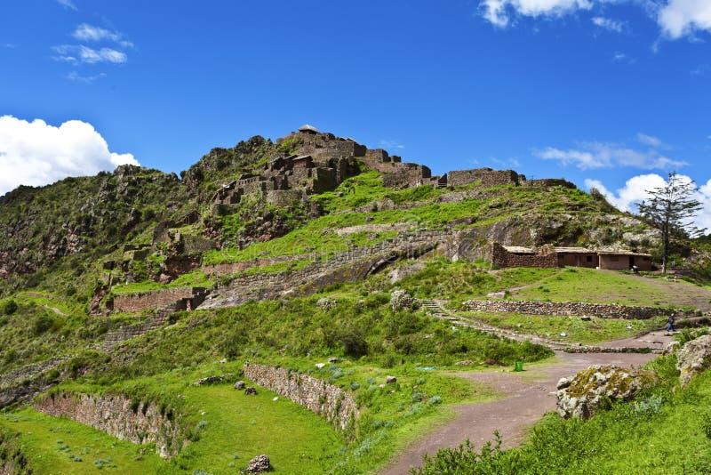 Ruinas del inca de Pisaq, valle sagrado en Perú, Suramérica foto de archivo