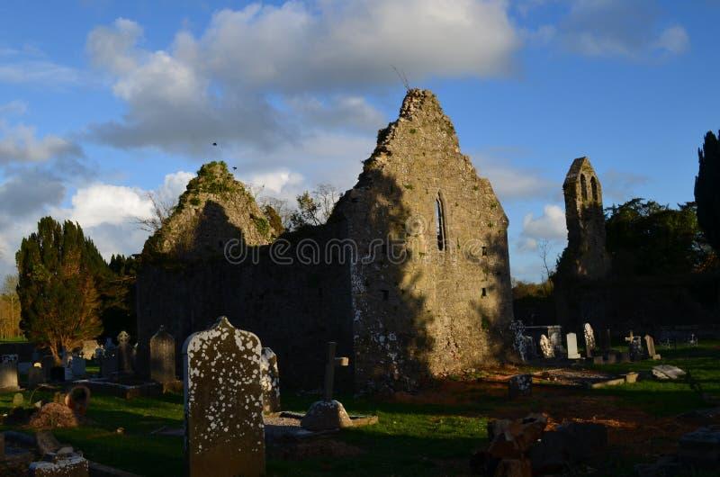 Ruinas del monasterio en Adare Irlanda foto de archivo