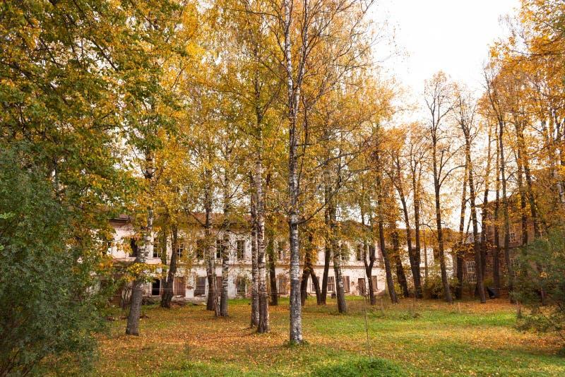 Ruinas del monasterio Totma, regi?n de Vologda, Rusia de Spaso-Sumorin imagen de archivo libre de regalías