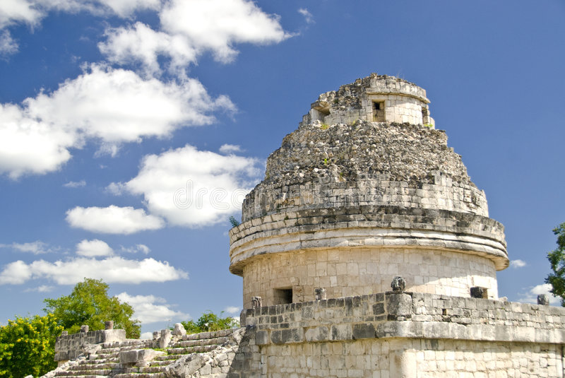 Ruinas del observatorio en Chichen Itza México fotos de archivo