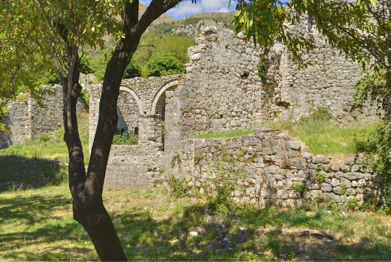 Ruinas del palacio viejo en la ciudad vieja de la barra, Montenegro fotos de archivo