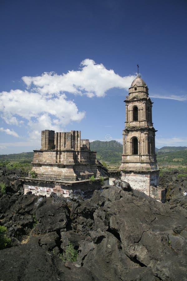 Ruinas del Parangaricutiro imagenes de archivo
