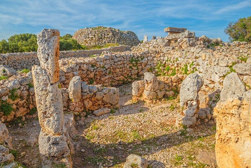 Ruinas del pueblo de Trepuco Talaiotic en la isla de Menorca fotos de archivo