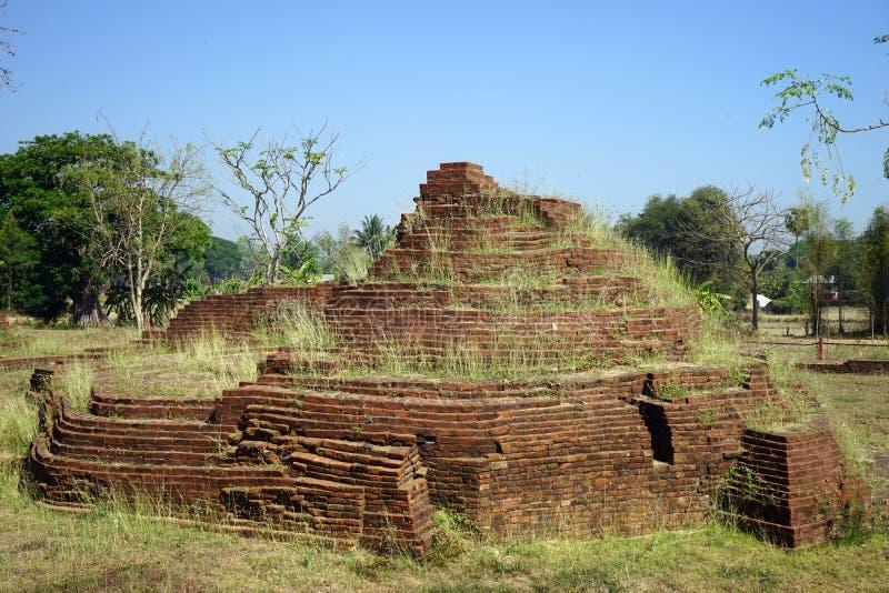 Ruinas del stupa antiguo imagen de archivo