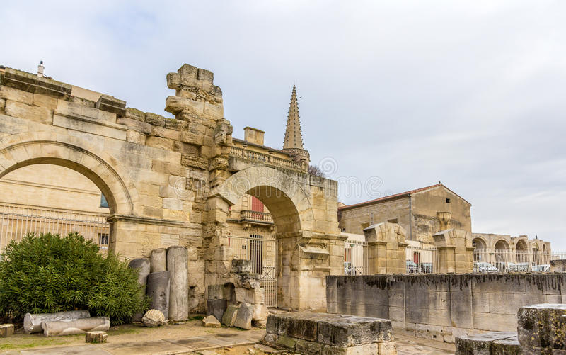 Ruinas del teatro romano en Arles - sitio de la herencia de la UNESCO fotos de archivo