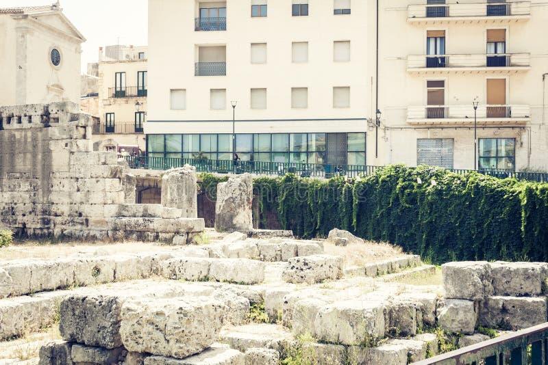 Ruinas del templo de Apolo en la isla de Ortygia Ortigia, Syracuse, Sicilia, Italia - cuadrado antiguo foto de archivo libre de regalías