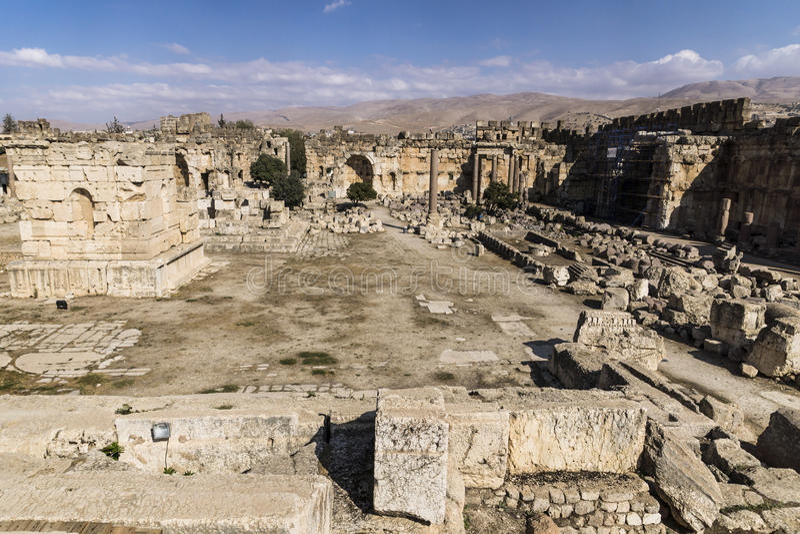 Ruinas del templo de Júpiter y de la gran corte de Heliópolis en Baalbek, Bekaa Valley Líbano imagenes de archivo