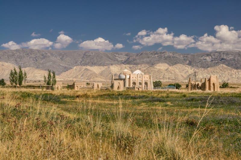 Ruinas del templo en Kirguistán fotografía de archivo libre de regalías