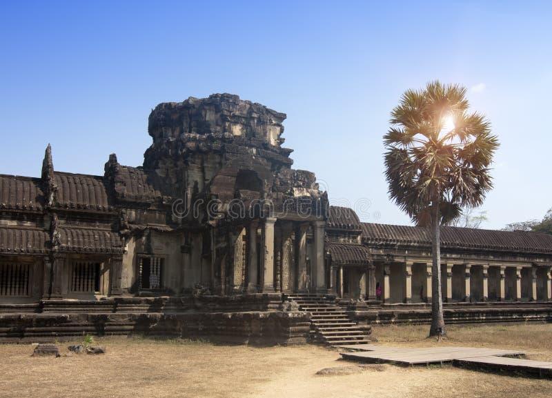 Ruinas en el territorio del complejo principal de Angkor Wat Temple, Siem Reap, Camboya foto de archivo