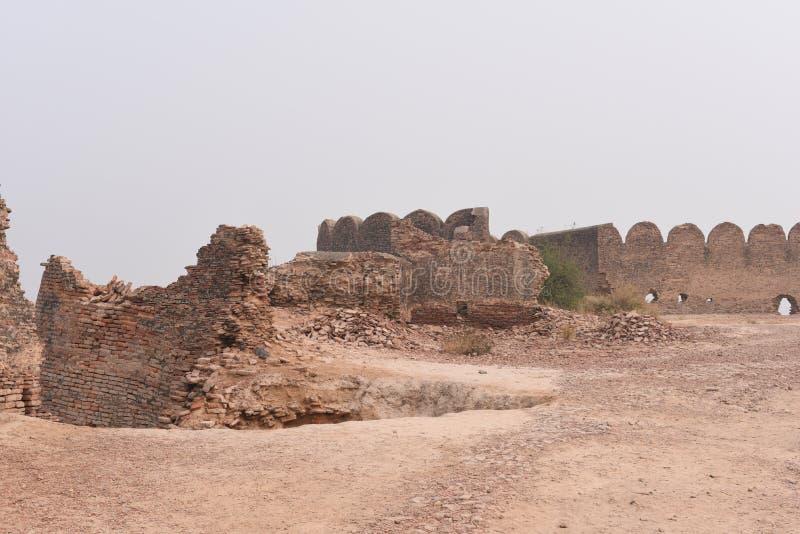 Ruinas históricas del fuerte de Bhatner en Hanumangarh en Rajasthán, 1700 años del fuerte fotos de archivo