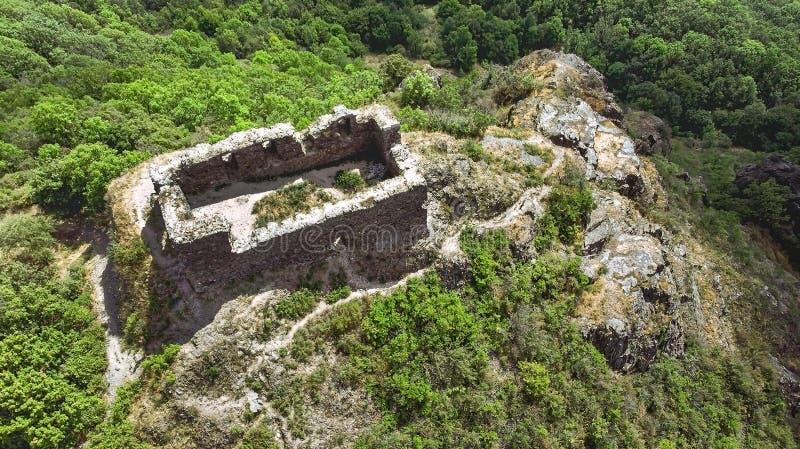 Ruinas Koš?álov, República Checa del castillo imagenes de archivo