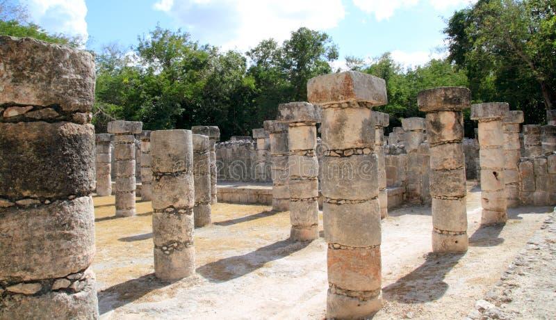 Ruinas mayas de Chichen Itza México de las columnas en filas fotos de archivo libres de regalías