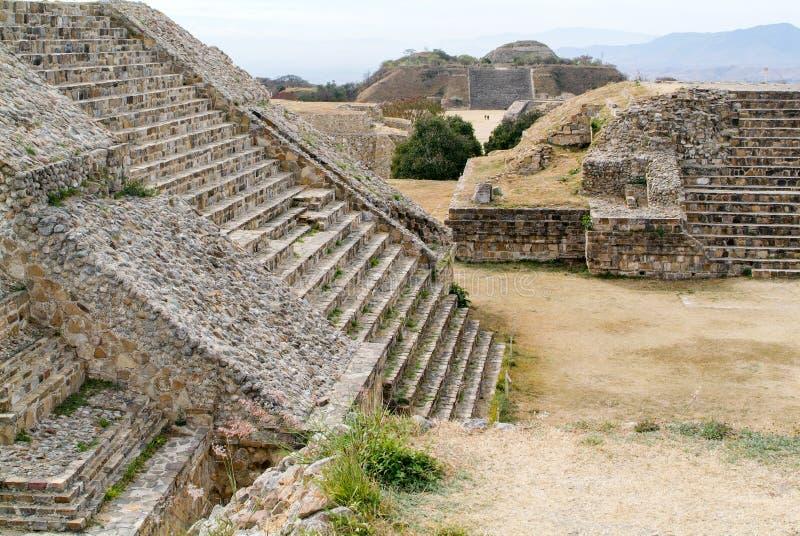 Ruinas mayas de la ciudad en Monte Alban cerca de la ciudad de Oaxaca imágenes de archivo libres de regalías