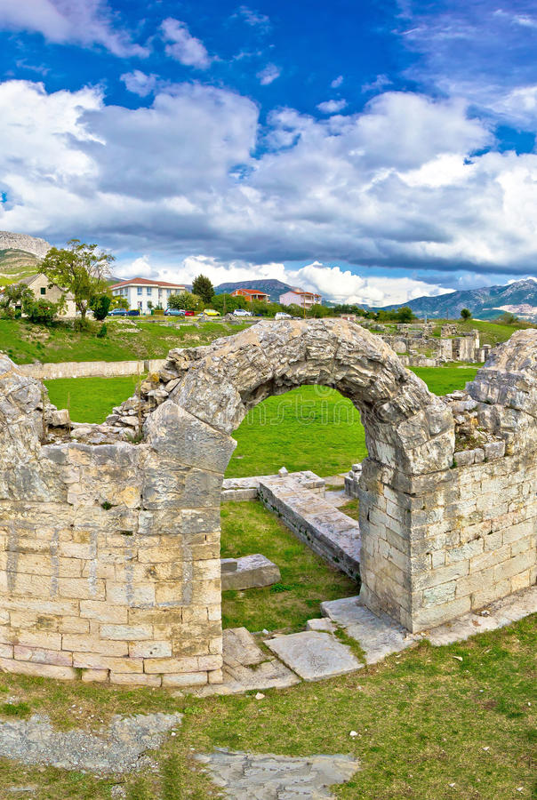 Ruinas romanas antiguas del anfiteatro de Solin foto de archivo libre de regalías