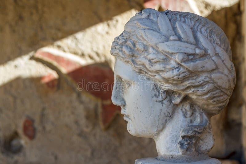 Ruinas romanas en la ciudad de la Vaison-la-lechuga romana, Provence imagen de archivo libre de regalías