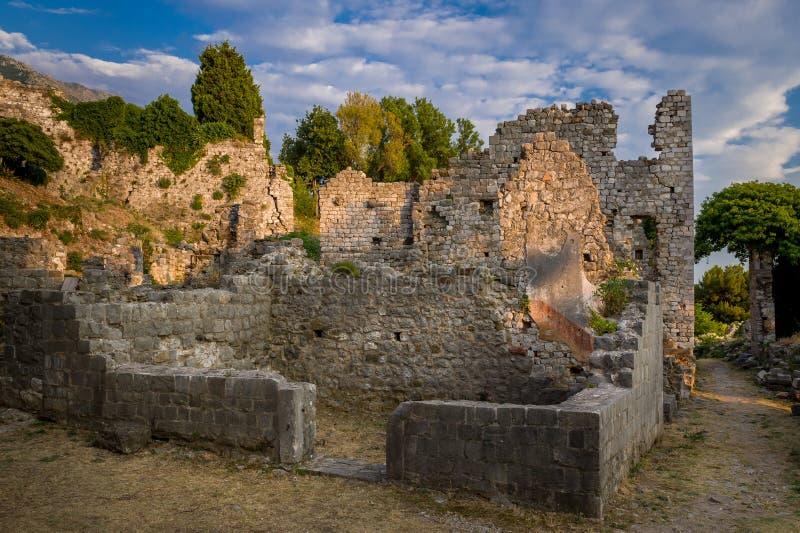 Ruinas viejas de la fortaleza de la ciudad de la barra, Montenegro imagen de archivo libre de regalías