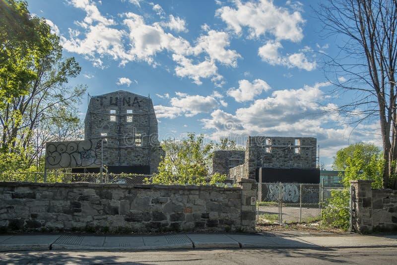 Ruinas viejas de la pared de piedra imagen de archivo libre de regalías