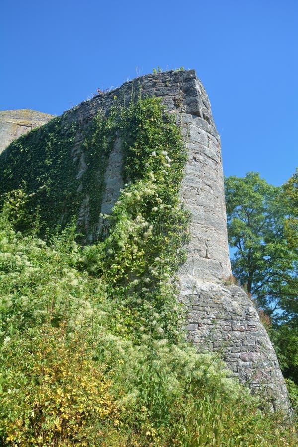 Ruinas viejas de la pared del castillo imagenes de archivo