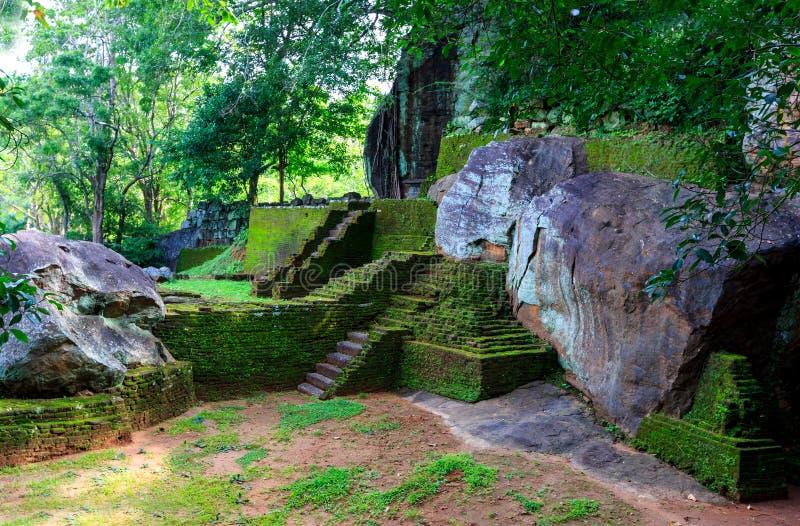 Ruinas viejas del castillo de Sigiriya fotos de archivo libres de regalías