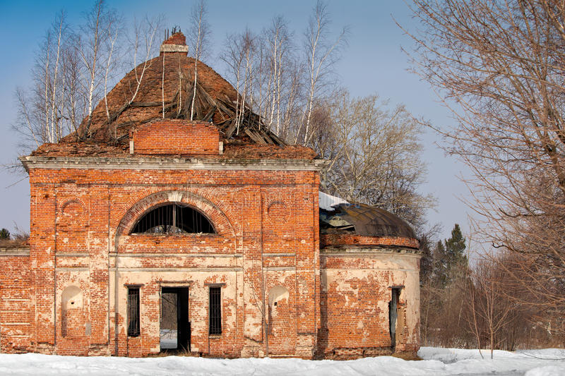 Ruinas viejas rusas de la iglesia foto de archivo