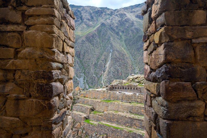 Ruinas y ciudad, región de Cusco, Perú de la fortaleza de Ollantaytambo imágenes de archivo libres de regalías