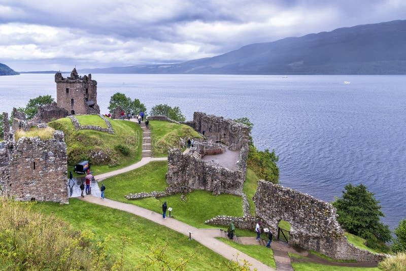 Ruinas y Loch Ness, Reino Unido del castillo de Urquhart foto de archivo libre de regalías