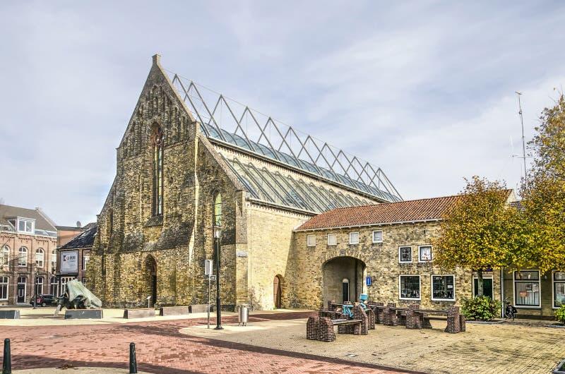 Ruine couverte de verre d'église images libres de droits