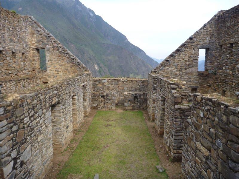 Ruine d'inka de Choquequirao dans la jungle péruvienne de montagne images stock