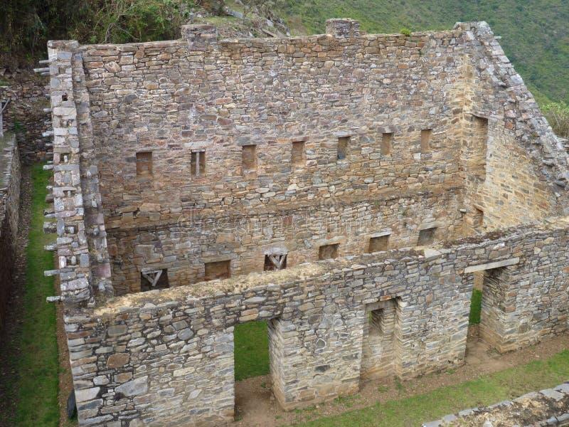 Ruine d'inka de Choquequirao dans la jungle péruvienne de montagne photo libre de droits